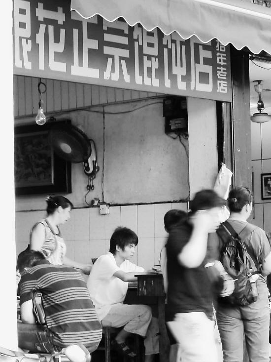 采访结束后,1984年出生的实习生大眼mm连续接到了两条赵贤伟的邀约